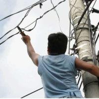 En el barrio San Carlos los hurtos de cableado eléctricos y telefónico están a la orden del día. Delincuentes lo hacen a plena luz del día.