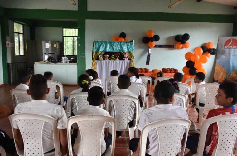 La empresa de aseo de Arauca EMAAR celebró el 31 de octubre con los niños de la escuela papayito de la vereda el Rosario
