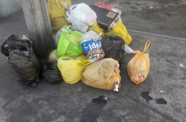 """""""El Parque Caldas de Arauca está invadido por la basura. EMAAAR no cumple con recorridos"""" denuncio comerciante."""