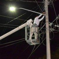 En el barrio Divino Niño la empresa ISBA va a reponer luminarias. El sector ha sido afectado por hurtos.