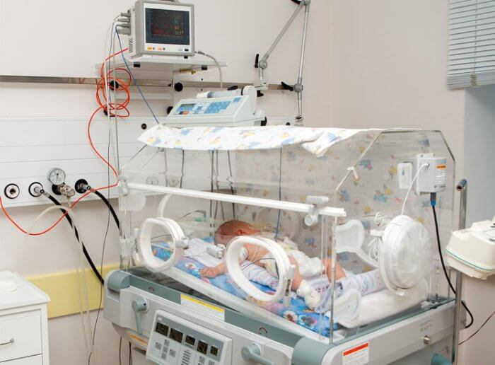 Hasta enero tendrá insumos básicos la UCI Neonatal del hospital San Vicente, dijo Director. Por ahora se sorteó crisis.
