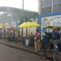 Vendedores informales esperan ayuda del Gobierno. Vamos para 8 días de aislamiento y no tenemos como sostener a la familia, dice vendedor.