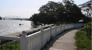 Inseguridad y drogadicción, el pan de cada día en el Malecón. Habitantes piden más controles y patrullajes por la orilla del río.