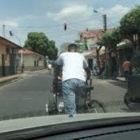 Persecusión de la Policía denuncian colombianos retornados. Les quitaron los triciclos que eran su herramienta de trabajo. Dicen que eso no es delito.